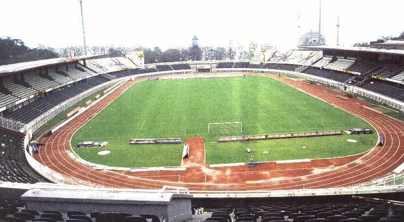 Stades vus de l'extérieur - Page 6 BesiktasInonuStadium1